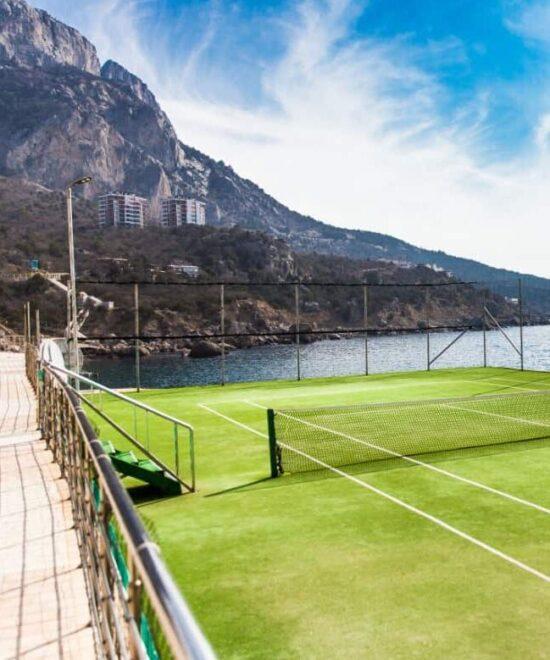 Теннисные корты с гостиницей